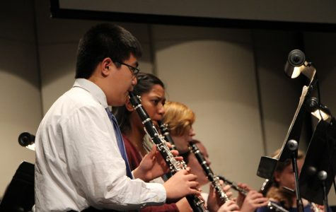 Music department honors veterans at assembly